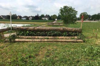 Photo de barrières de saut CCE qui font partie des installations équestre du Club hippique Eckwersheim