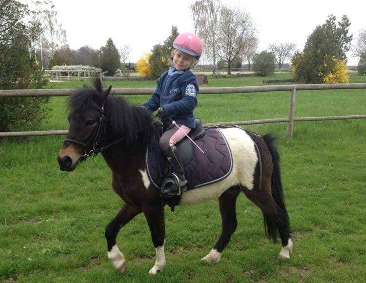 Photo prise lors d'une balade après un cours baby poney au club hippique d'eckwersheim près de strasbourg