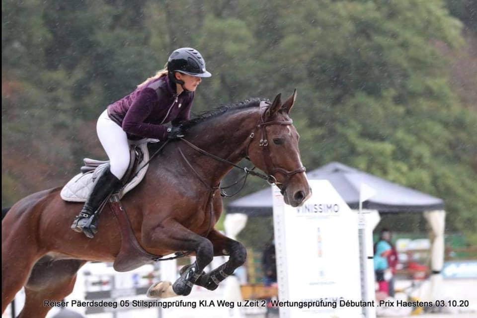 Photo d'une cavalière sur son cheval prise lors d'un concours de CCE au centre équestre Eckwersheim