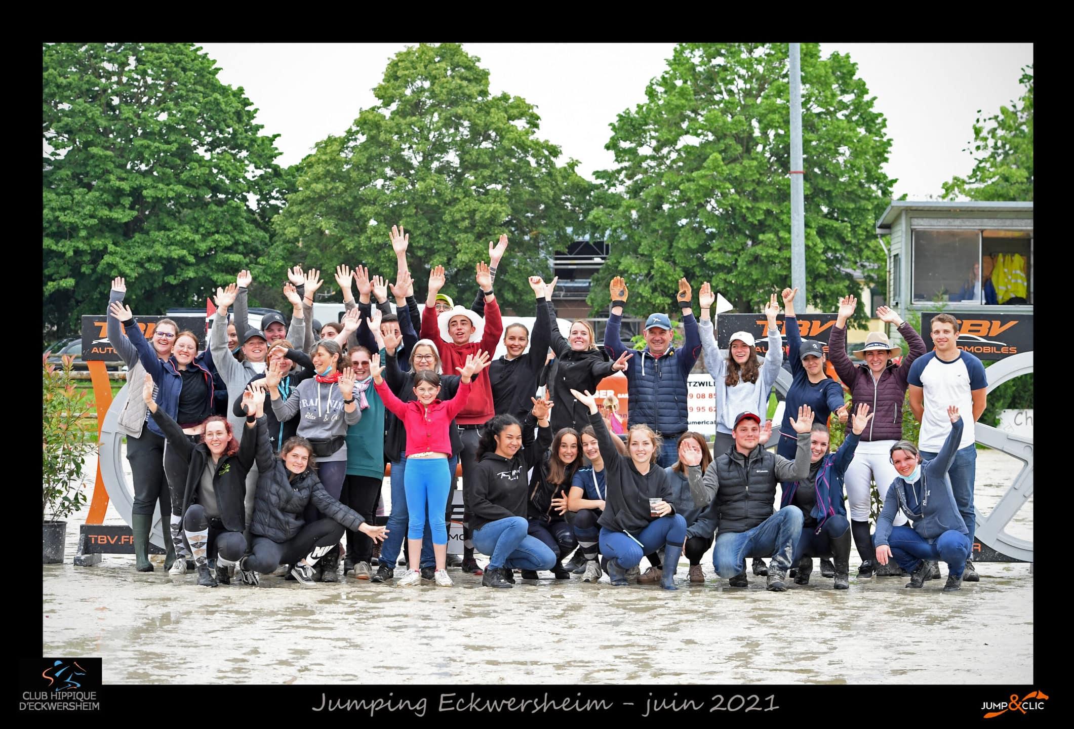 Photo d'équipe des bénévoles au Club Hippique Eckwersheim